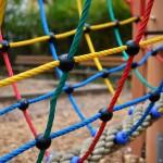 liny na placu zabaw